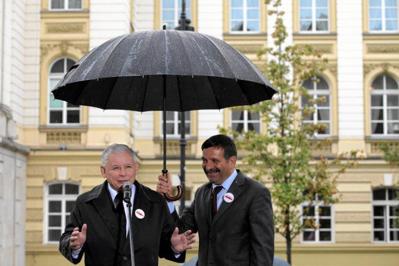 Jarosław Kaczyński i Janusz Śniadek przed Kancelarią Premiera, 2013 rok.