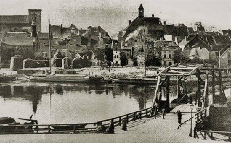 Trąba w 1886 roku wyrwała wieżę kościoła w Krośnie Odrzańskim.