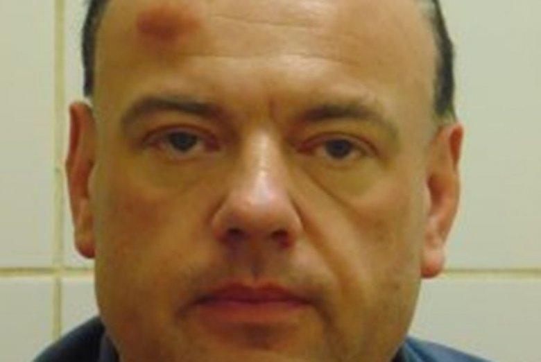 Policja publikuje zdjęcie Roberta Bloka i prosi o pomoc w poszukiwaniach groźnego pirata drogowego.