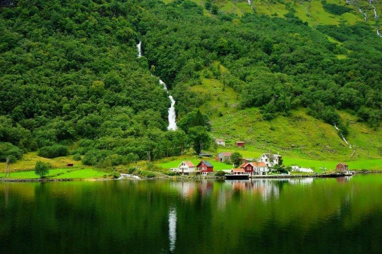 Friluftsliv to norweska filozofia życia opierająca się na spędzaniu czasu na świeżym powietrzu. Obcowanie z naturą może mieć doskonały wpływ na psychikę - Skandynawowie wiedzą to od wieków