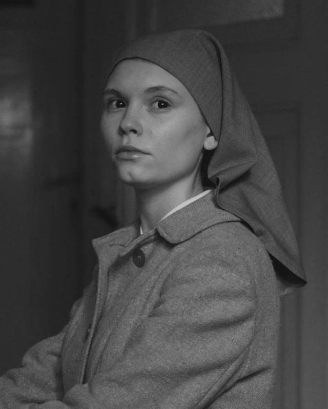 """Agata Trzebuchwoska jako Ida w filmie Pawła Pawlikowskiego """"Ida""""."""