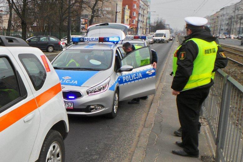 Funkcjonariusze drogówki byli zmuszeni oddać ostrzegawczy strzały, by postraszyć agresywnego kierowcę.