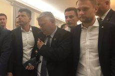 """Jak on to robi? Znów skradł show na posiedzeniu sejmowej komisji sprawiedliwości. Poseł Marek Suski obronił mikrofon przed """"zamachem"""" ze strony opozycji."""