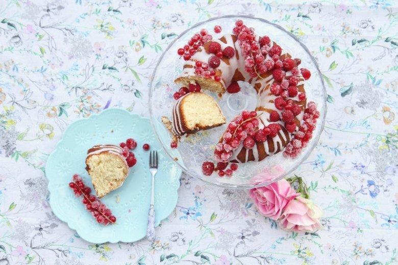 Wielkanocne ciasta są pyszne, ale jednocześnie tłuste. Wystarczy kilka małych zmian, aby cieszyć się pysznymi i lekkimi wypiekami