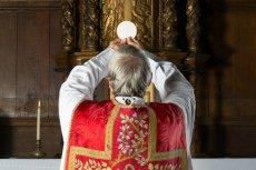 Proboszcz parafii w Miedźnej podaje na mszy świętej dokładne kwoty, jakie otrzymuje od parafian, wraz z ich danymi osobowymi.