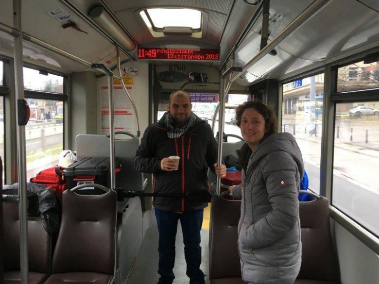 Bartłomiej Matyszewski i Olga Sztejter – streetworkerzy działający w Mobilnym Punkcie Poradnictwa.