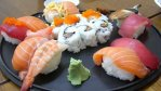 """Moda na """"fast sushi"""" niesie za sobą pewne konsekwencje."""