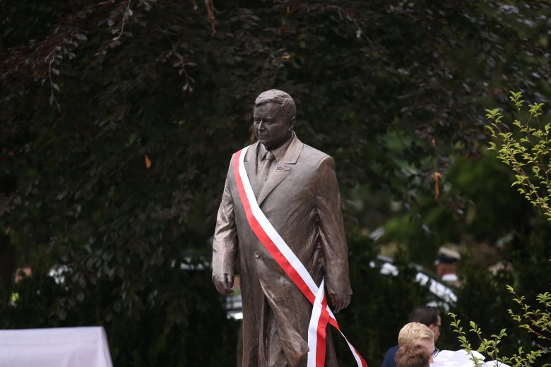 W Szczecinie odsłonięto pomnik Lecha Kaczyńskiego.