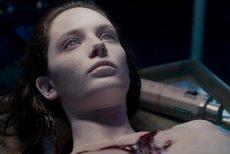 """Horror """"Autopsja Jane Doe"""" jest trzecim pełnometrażowym filmem norweskiego reżysera."""