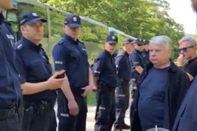 Policja nie wpuściła Bogdana Borusewicza na cmentarz w Gdańsku z powodu ekshumacji.