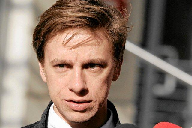 """Krzysztof Bosak apeluje: """"Naucz się strzelać na złość Putinowi! I biurokratom z Brukseli""""."""