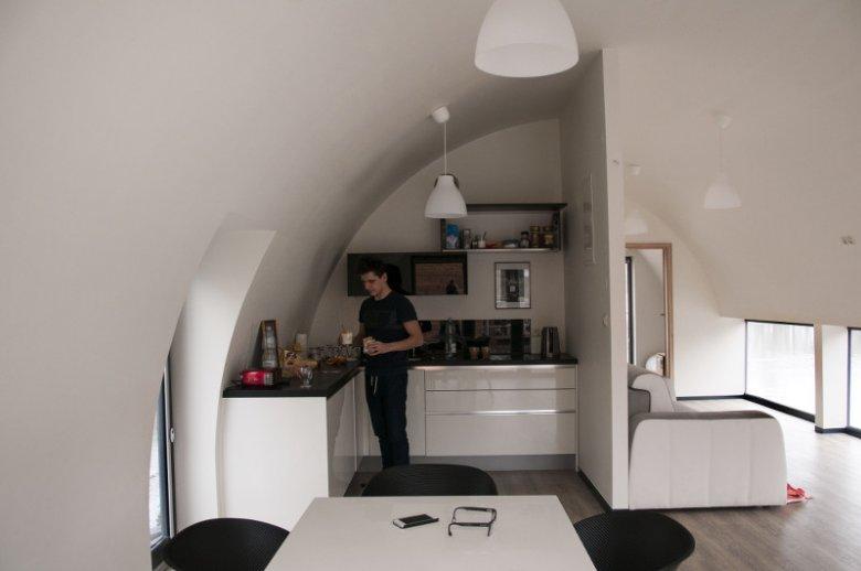 Dom na barce nie różni się wyposażeniem od zwykłego mieszkania.