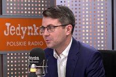 Piotr Mueller zapewnił w rozmowie z radiową Jedynką, że PiS nie wycofa się z kontrowersyjnego projektu o zniesieniu tzw. 30-krotności ZUS.