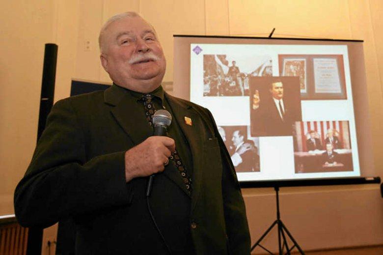 Robert Nowak pozwał Lecha Wałęsę za wypowiedź o homoseksualistach.