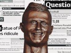 Z pierwszej rzeźby przedstawiającej Cristiano Ronaldo (widocznej na zdjęciu) śmiał się cały świat.