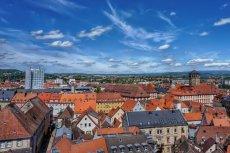 Bayreuth, stolica Górnej Frankonii, to niewielkie miasteczko na północy Bawarii w Niemczech, które słynie z corocznego festiwalu wagnerowskiego, barokowych pałaców i największego na świecie muzeum piwa