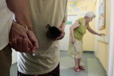 Chorzy na alzheimera potrzebują stałej opieki