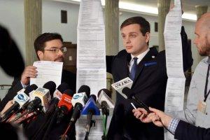 W tak obrazowy sposób politycy Kukiz'15 przedstawili w Sejmie swoje rozwiązania