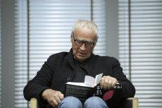 Janusz Głowacki był cenionym prozaikiem, dramaturgiem, scenarzystą filmowym i felietonistą. Zmarł 19 sierpnia 2017 roku podczas pracy nad nowa książką.