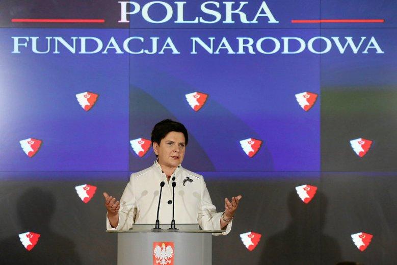 Czy Polska Fundacja Narodowa kłamała ws. pieniędzy, które zapłaciła specom PiS od wizerunku za kampanię antysądową? Redakcja Onetu dotarła do czterech faktur znacznie przewyższających deklarowane koszty.
