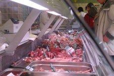 """2 tony mięsa z """"leżaków"""" trafiło do sklepów i prawdopodobnie jest już spożywane przez mieszkańców Małopolski."""