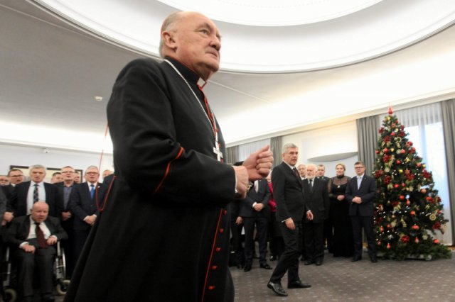 Kardynał Nycz na spotkaniu opłatkowym z senatorami