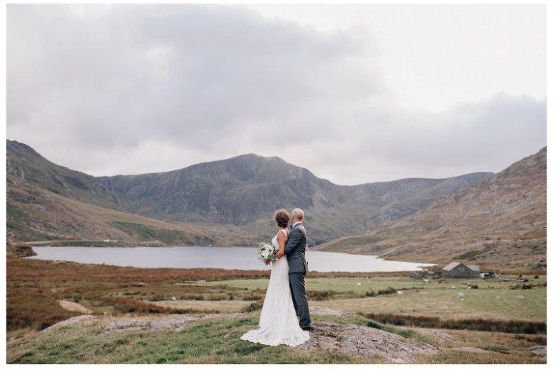Subtelna obróbka zdjęć to trend, który daje się zauważyć w fotografii ślubnej