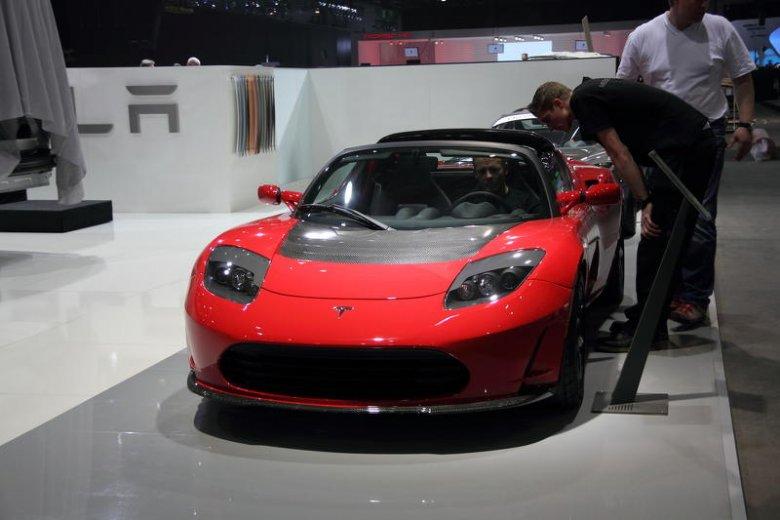 Właściciel Tesla Motors Elon Musk uwalnia swoje patenty. Miliarder wypuszcza w obieg informacje nt. pojazdów elektrycznych.