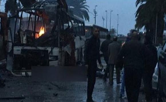 Zamach na autobus w Tunisie przewożący ochroniarzy tunezyjskiego prezydenta.