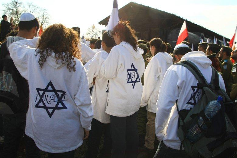 Times of Israel podał informację o rzekomym incydencie, do jakiego miało dojść w centrum Warszawy z udziałem dwóch pijanych Polaków.