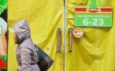 """""""Pani z Ukrainy?""""; """"Dlaczego nie u siebie"""" - usłyszała pani Katarzyna w sklepie Żabka w Warszawie. Białorusinka od sześciu lat mieszka i pracuje w Polsce. Zdjęcie poglądowe."""