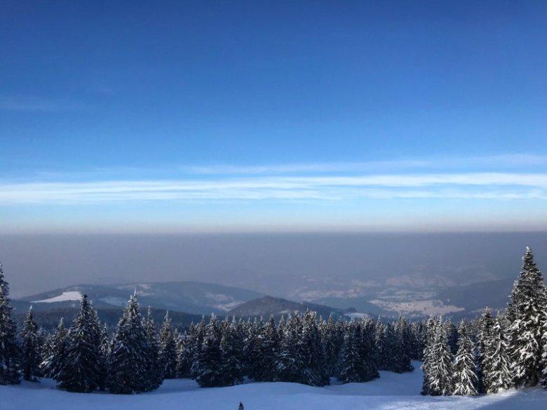 Smog widoczny ze szczytu Pilska.