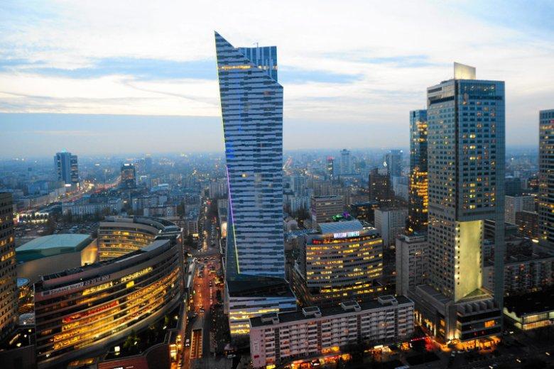 Miało być na bogato, a wyszło przeciętnie. Kto by pomyślał, że budowa najbardziej luksusowego wieżowca w Warszawie przyniesie wykonawcy 159 mln euro strat.