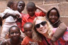 Fundacja Asbiro pomaga wraz z wolontariuszami afrykańskim dzieciom. Teraz organizuje zbiórkę książek.