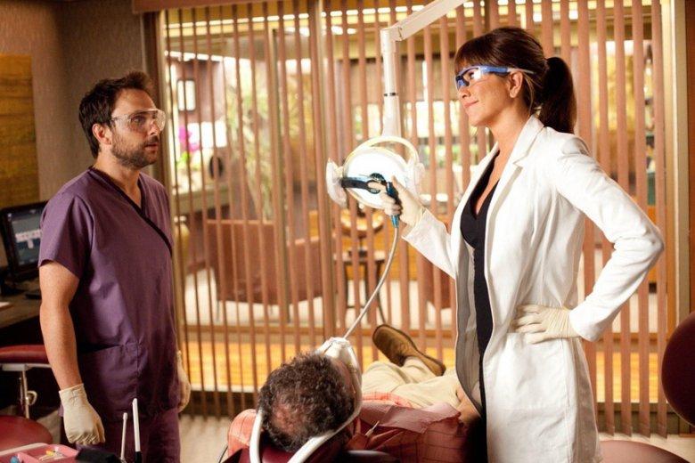 Życie to nie film, ale w prawdziwych gabinetach pacjenci są wprawieni w zakłopotanie niewynikające z samego zabiegu, ale monologu dentysty