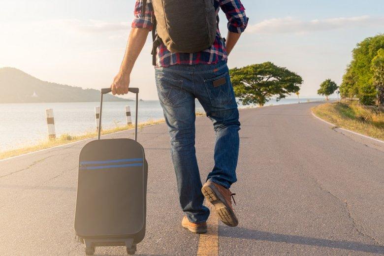 Co roku z Polski na zagraniczne uczelnie wyjeżdża co najmniej kilka tysięcy młodych i zdolnych osób.