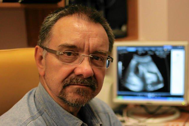 Prof. Romuald Dębski uważa, że powinien być z pacjentką na dobre i na złe