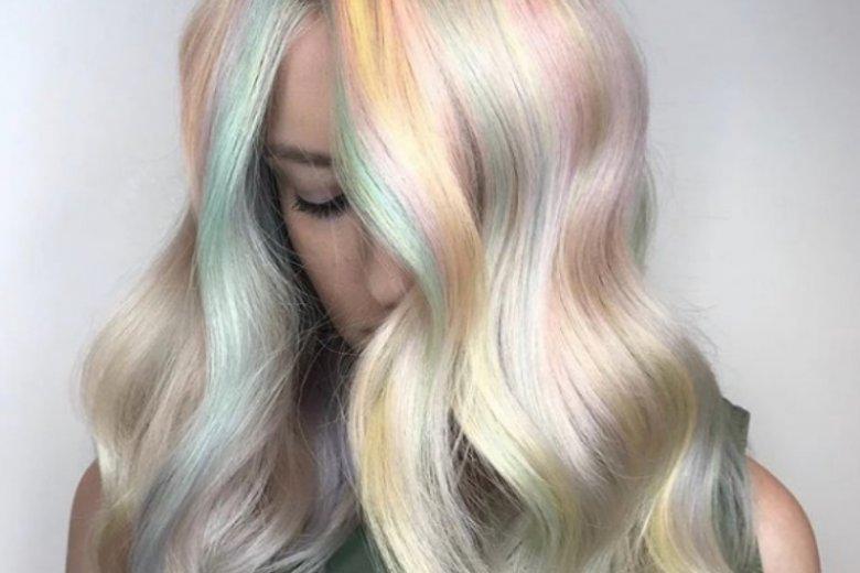 #Opalhair podbija Instagram. Możesz zdecydować się na oryginalny pastelowy mix kolorów albo postawić na subtelny, metaliczny blask