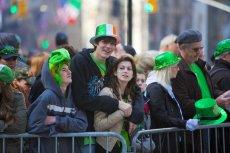 Z Irlandii uciekają młodzi Irlandczycy.