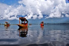Jezioro Dal w Indiach – to po nim pływali europosłowie.