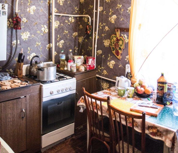Mieszkanie, prócz kuchni i łazienki, ma dwa pokoje.