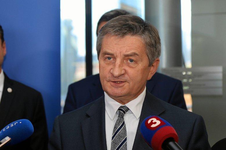 Kuchciński sam płaci za wynajem willi od rządu?
