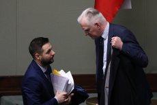 """Jarosław Gowin zarzucił Patrykowi Jakiemu, że mówi """"językiem Konfederacji"""". Europoseł PiS odpowiedział."""