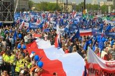 Na Marsz Wolności przyjechała opozycja i jej sympatycy z różnych stron Polski.