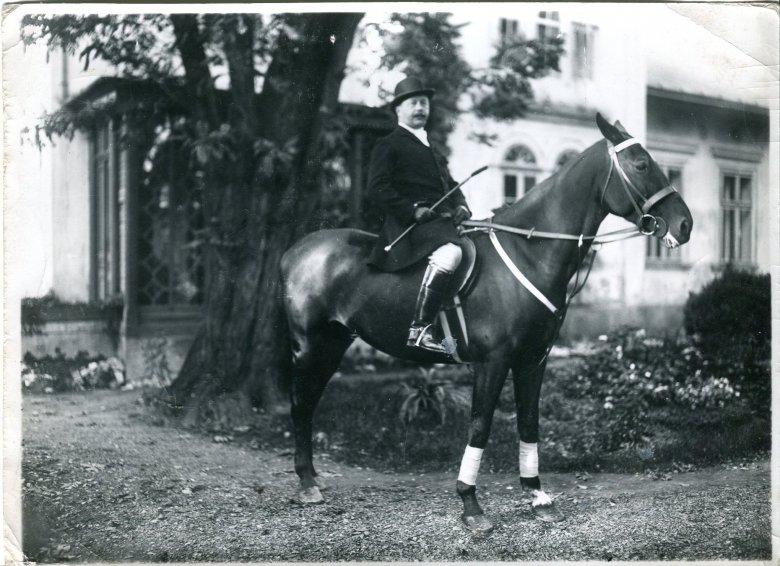 Jerzy Kossak, ojciec Simony, podobnie jak przodkowie uwielbiał konie.