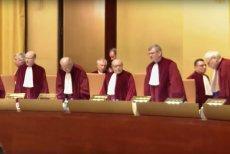 Trybunał Sprawiedliwości Unii Europejskiej w Luksemburgu  stwierdził, że sąd jednego unijnego kraju musi wstrzymać ekstradycję osoby do drugiego państwa, gdy uzna, że takiej osobie groziłby nierzetelny proces i brak dostępu do niezawisłego sądu.