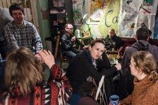 W krakowskiej bezgotówkowej kawiarni, gdzie płacono uśmiechem, chyba za mało się uśmiechano, albo prawami rynku rządzi małe poczucie humoru