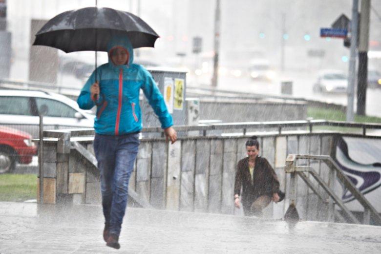 Przed zjawiskami pogodowymi w poniedziałek ostrzega IMGW.