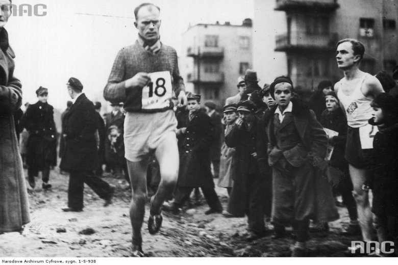 Mistrzostwa Polski w biegu maratońskim w Łodzi. Październik 1936.