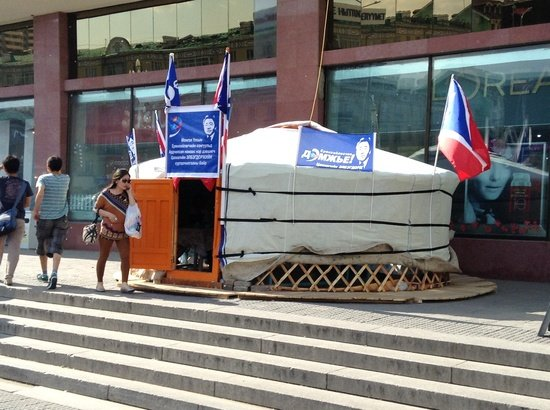 Jurta wyborcza w Ułan-Bator